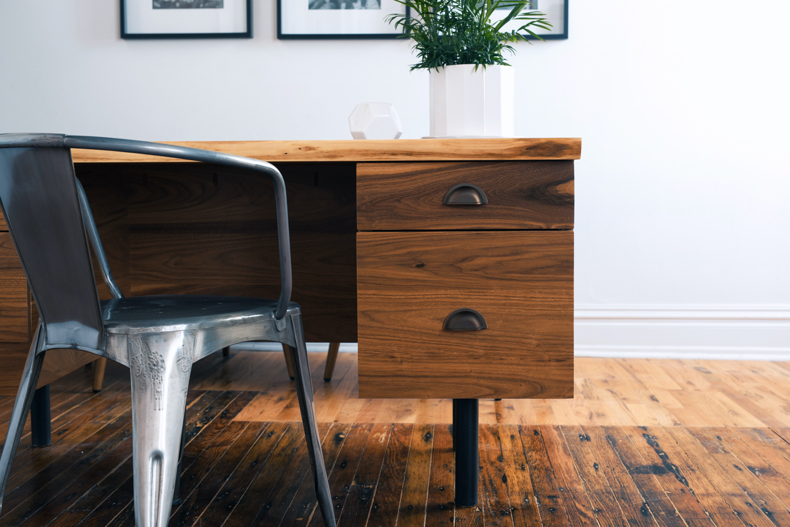 How to Pull Off Mid Century Modern Furniture
